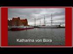 Flusskreuzfahrtschiff Katharina von Bora läuft in den Stralsunder Hafen ein und beginnt auf Höhe des Museumsschiffes Gorch Fock das Anlegemanöver. - 15.07.2016